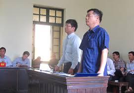 """Luật sư Phạm Ngọc Minh tham gia tố tụng """"Vụ án Ngã ba đường"""" (2012)"""