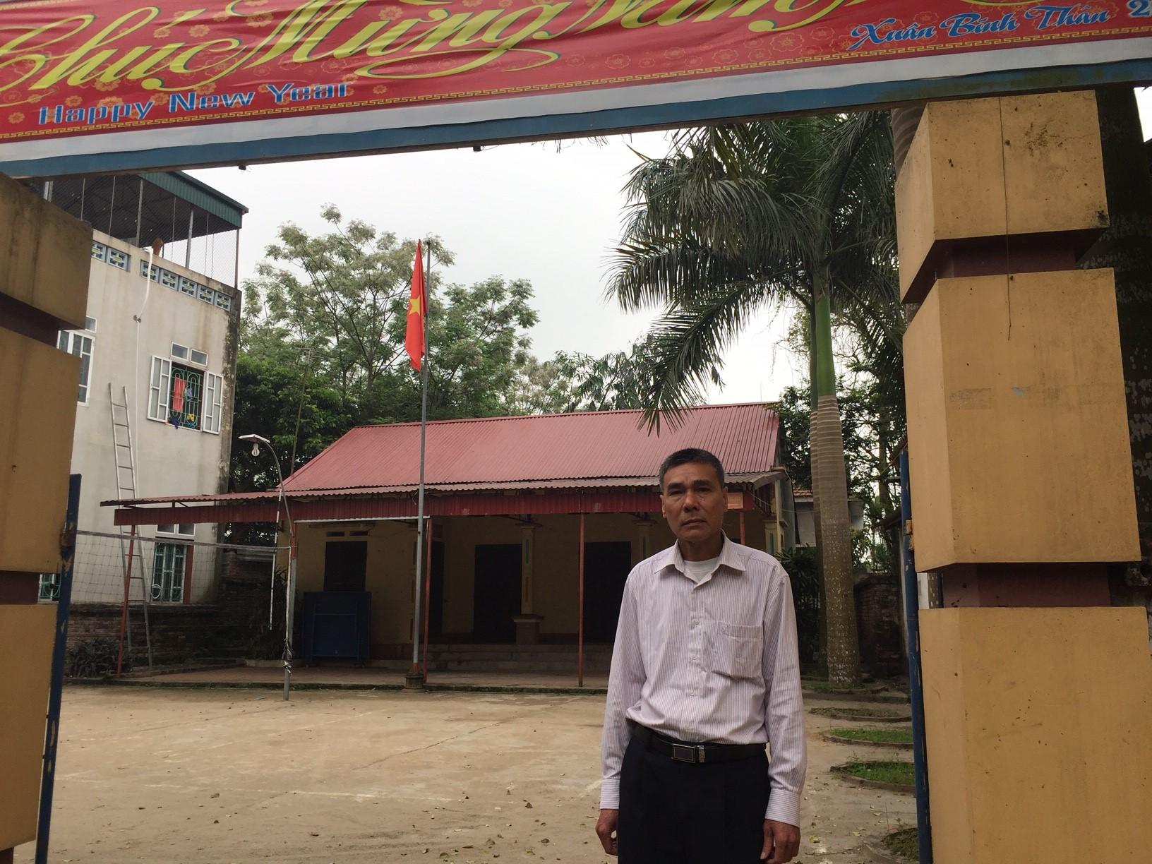 Ông Dương Văn Giáp đứng trước thửa đất 360m2 bị Ủy ban nhân dân xã Hương Nộn thu hồi năm 2000