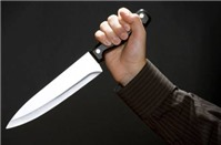 Khi nóng giận, dùng dao đâm nạn nhân có phạm tội không?