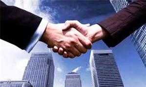 Giám đốc công ty cổ phần đồng thời làm giám đốc chi nhánh của công ty TNHH hai thành viên?