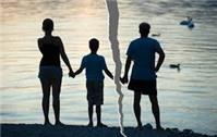 Đơn phương ly hôn, con 9 tuổi ở với ai?