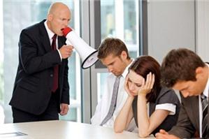 Không cho nhân viên nghỉ việc vì thiếu nhân sự, đúng hay sai?