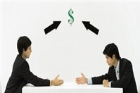 Yêu cầu nhân viên nộp tiền thế chân khi thử việc, đúng hay sai?