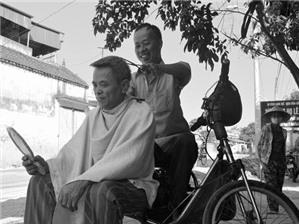 Cắt tóc vỉa hè có phải đăng ký kinh doanh không?
