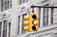Vượt đèn vàng có vi phạm Luật Giao thông đường bộ?