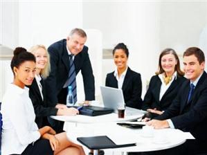 Có được thuê người nhà của thành viên góp vốn về quản lý công ty không?