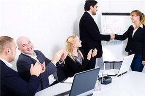 Ai có thẩm quyền ký quyết định bổ nhiệm giám đốc công ty?