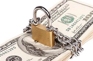 Thu tiền để bảo đảm khi giao kết hợp đồng lao động có trái luật?