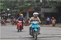 Xe máy chỉ có gương chiếu hậu bên trái thì có bị xử phạt?