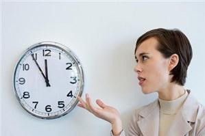 Công ty quy định thời gian làm việc có đúng luật không?