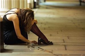 Hiếp dâm bé gái 13 tuổi khi say rượu, tội gì?