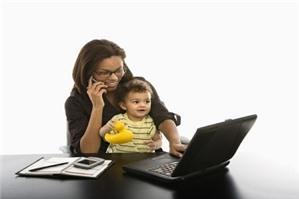Chế độ thai sản đối với lao động nữ nuôi con dưới 12 tháng tuổi?