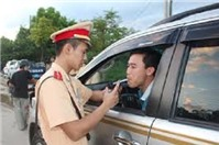 Tư vấn về hành vi lấn tuyến đường của cảnh sát giao thông để bắt xe