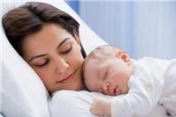 Nữ lao động nằm viện đến khi sinh thì có được hưởng thai sản?