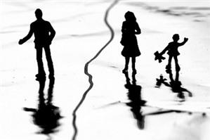 Luật sư tư vấn: chia tài sản khi ly hôn không chồng đứng tên trên GCNQSDĐ