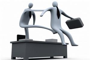Luật sư tư vấn: công ty cho nghỉ việc chỉ báo trước 1 ngày xử lý thế nào?