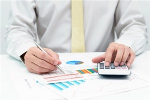 Luật sư tư vấn chi phí hợp lý có bao gồm chi phí phát quà bằng tiền mặt không?