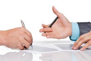 Luật sư tư vấn có được uỷ quyền cho người khác ký kết hợp đồng lao động