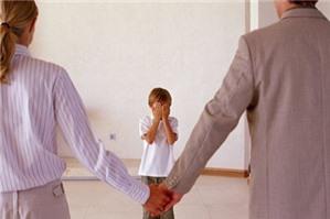 Bà nội có được giành quyền nuôi cháu khi bố mẹ ly hôn không?