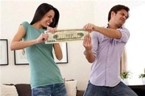 Đang làm thủ tục ly hôn có đòi lại được tiền khi đã cho chồng vay hay không?