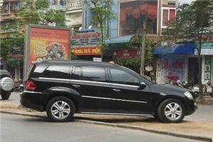 Quay đầu xe ô tô trái quy định trong khu dân cư bị xử phạt bao nhiêu?