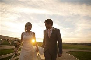 Tổ chức đám cưới cho con gái chưa đủ tuổi kết hôn có bị xử phạt không?