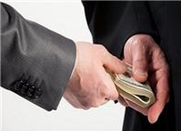 """Xử lý thế nào khi nhận tiền """"chạy việc""""?"""
