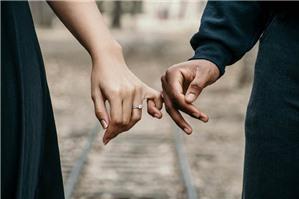 Hợp đồng hôn nhân, có gì trái luật?